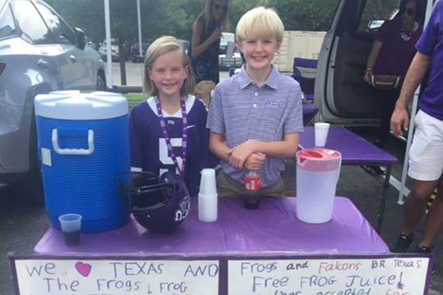 FWCD+middle+school+students+sell+lemonade+at+a+local+TCU+football+game+to+raise+funds+for+Hurricane+Harvey+relief.+