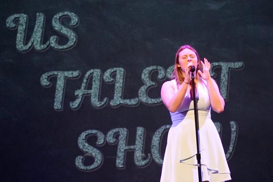 Kathleen Clum '18 sings